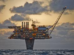 Plataforma petrolera Draugen de Shell en el mar del Norte. Piotr Jablonski. www.Whisper2.com