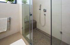 Sedátko ve sprchovém koutu - - Koupelna