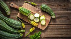 Cuketa - efektivní pomocník při hubnutí | Chrudimka.cz Types Of Zucchini, Yellow Zucchini, Zucchini Flowers, Crookneck Squash, Pattypan Squash, Types Of Vegetables, Growing Vegetables, Veggies, Zucchini Frittata