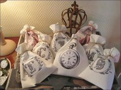 Pochons initiales. Vintage printed fabric sachets