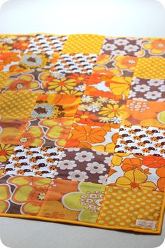 Beautiful patchwork with elephant fabric fra BLAFRE. More photos: http://laralil.blogspot.no/2012/06/tvillinge-patchworktpper.html