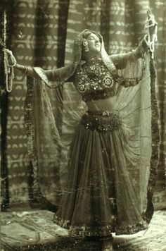 Ruth St. Denis in Radha, 1906, Note that the skirt serves as a veil, too!