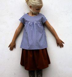 blogkcwfall13stripedtop&skirt3.JPG (930×1000)