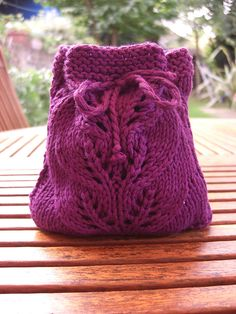 Free knitting pattern - Small Lace Bag by Tsuki via ravelry.com. Love the design, love the color.