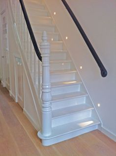 35 Simple Small Stairs To Inspire - One of the main concerns, especially in homes with limited space, is the amount of room it will take to have stairs installed into your home's lay-out. Small Space Interior Design, Interior Design Living Room, Space Under Stairs, White Hallway, Diy Cabin, Stair Lighting, Small Hallways, Old Fashioned House, Painted Stairs