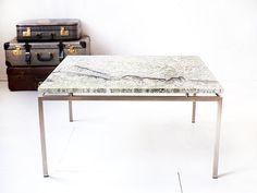 Vintage vierkante salontafel met marmer of granieten blad | Vintage Furniture Base