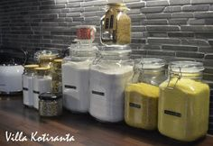 / Glass jars for storing food ingredients in kitchen. Texts to the jars made with Dymo -machine. Glass Jars, Texts, Kitchen, Diy, Food, Home Decor, Glass Pitchers, Cooking, Decoration Home