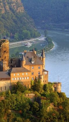 Castle Catz on the river Rhine, In the background the rock Loreley