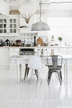 Как сочетать разные стулья: 7 способов, 40 примеров | IVOREE