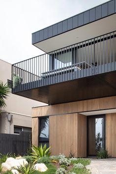 Balustrade Balcon, Balustrade Design, Balustrades, Deck Balustrade Ideas, Eco Deco, Balcony Grill, House Balcony Design, Two Story House Design, Prefab Modular Homes