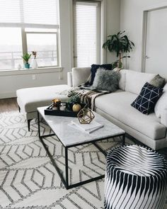 Fantastic small living room designs are readily available on our site. look at this and you will not be sorry you did. Coastal Living Rooms, Living Room Grey, Small Living Rooms, Interior Design Living Room, Living Room Furniture, Living Room Designs, Living Room Decor, Modern Living Room Table, Kitchen Living