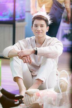 in the drama Ji Song, Korean Drama Stars, Lee Bo Young, Asian Men Hairstyle, Park Ji Sung, Hallyu Star, Drama Quotes, Korean Entertainment, Jung Woo