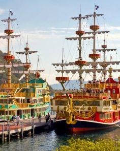 Board a replica pirate ship to cross Lake Ashinoko, in the shadow of Mt. Fuji.