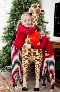 Annual Holiday Photo Shoot: awesome idea to capture how tall they are getting each year!