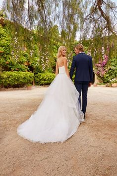 Florida gown from #WhiteOne2018: Spectacular ballgown wedding dress in tulle with an incredible beaded waistband. A design with a very full skirt in asymmetrical layers of tulle in the form of flounces. It features a bodice with a sweetheart neckline and open back in draped tulle.
