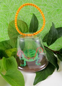 Make a plastic cup bug jar with a handy-dandy carrying handle!