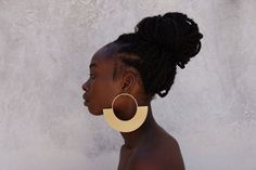 Laka Luka® Design Interactive Modular Jewelry. ♥ Retro style oversized Earrings. ♥ Available in: Gold Plated Brass, Rose Gold Plated Brass. ♥ Size: Inner circle fixed - 2 3/4 '' (7cm) diameter. Total diameter 5 1/2'' (14cm). This is a pair of large pierced stud earrings *IMPORTANT * By purchasing this listing, you are acknowledging that you have read and accepted my production time and store policies. You may want to contact me before purchasing if you have questions about this listing, need upg Heavy Earrings, Big Earrings, Gold Hoop Earrings, Gold Statement Earrings, Unique Earrings, Leather Earrings, African Earrings, Custom Earrings, Rose Gold Plates