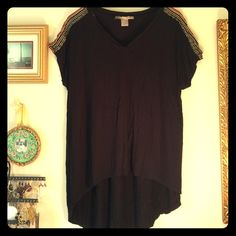"""Forever 21 High Low Black V-Neck Sz L Forever 21 High Low Black V-Neck Sz L. Cute fabric detail on shoulders. Orange, cream, and black. Worn once. In good condition. Front is 22"""" long and back is 30"""" long. Forever 21 Tops"""