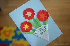 Laurka z kwiatkami z okazji dnia mamy. A card with flowers to celebrate the mother's Day.