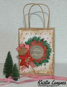Jeg har laget en julegavepose med utgangspunkt i en gavepose i papir. På posen har jeg brukt mønsterpapir fra Papirdesign . Teksten er e...