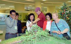 지속적발전에 관한 평양국제토론회 참가자들 과학기술전당, 국토환경보호성 중앙양묘장 참관-《조선의 오늘》