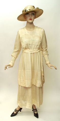 Dress, wedding, cream silk, unlabelled, Canadian (Ontario), c. 1917, Fashion History Museum founder's collection