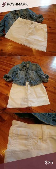 BCBG Max Azria Kids Denim Skirt EUC white denim skirt with great stitching, functional pockets & style. BCBGMaxAzria Bottoms Skirts