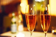 Descubren que beber champaña es bueno para tu cerebro.