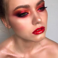 Trendy makeup looks dramatic glitter red Red Eye Makeup, Dramatic Eye Makeup, Simple Eye Makeup, Smokey Eye Makeup, Red Makeup Looks, Rave Makeup, Scary Makeup, Sfx Makeup, Glitter Makeup