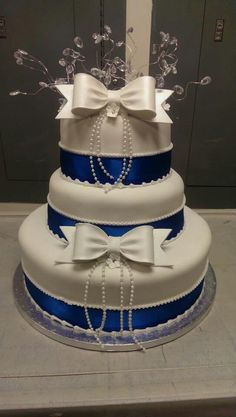 Vintage royal blue wedding cake
