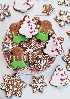 PYSZNE Pierniczki na ŚWIĘTA Mary Christmas, Christmas Gingerbread, Christmas Mood, Gingerbread Cookies, Xmas Food, Christmas Cooking, Polish Recipes, Cake Cookies, Cookie Decorating
