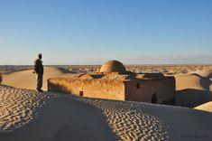 Au coeur du désert en Tunisie (Sahara), un village abandonné.