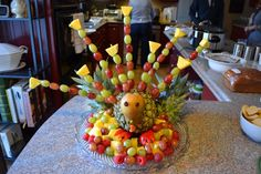 Thanksgiving turkey made of fruit. so cute!