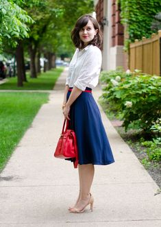 Daydream Delightful: Red, White and Blue. Perfectly styled skirt and button up outfit. I love a classic white shirt. Blue Skirt Outfits, Modest Outfits, Modest Fashion, Chic Outfits, Fashion Outfits, Womens Fashion, Jw Fashion, Fashion Skirts, Fashion Pants