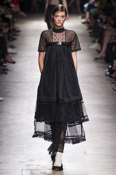 Mode à Paris S/S 2015 ROCHAS. See all fashion show at: http://www.bookmoda.com/?p=37295 #modeaparis #spring #summer #ss #fashionweek #catwalk #fashionshow #womansfashion #woman #fashion #style #look #collection #paris #rochas