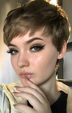 6 Ways To Get A Pixie Haircut No Matter Your Face Shape. It's common to think you don't have the right face shape to pull off a pixie cut. This guide will show you the opposite. You just have to know what works best for you. Pixie Haircut For Round Faces, Pixie Cut Round Face, Round Face Haircuts, Haircut For Thick Hair, Short Pixie Haircuts, Pixie Hairstyles, Hairstyles With Bangs, Pretty Hairstyles, Punk Pixie Haircut