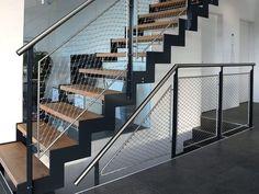 escalier provisoire fait avec l 39 ancienne charpente tissu tendu dessous peinture blanche mate. Black Bedroom Furniture Sets. Home Design Ideas