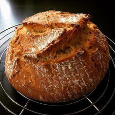 Das wöchentliche Brot ist fertig  bin immer noch auf das Beilagenbrot vom letzten #synchronbacken fixiert. Diese Woche rein aus Dinkel mit Dickmilch, Dinkelflocken, Kürbis- und Sonnenblumenkernen - schmeckt, wir haben schon genascht  #food #foodstagram #instafood #instabaking #instabakery #bread #brot #homemade #homebaking #wheatfree #weizenfrei #dinkelbrot #speltbread #delicious #brotliebe