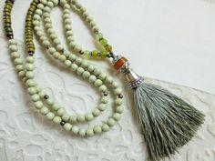 Charm- & Bettelketten - Mala-Kette,  zartgrün, Quaste, Jade - ein Designerstück von weibsbild bei DaWanda