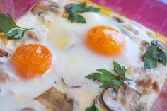 Baked eggs with mushrooms & ham!