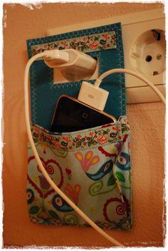 bolsita para colgar el teléfono mientras se carga