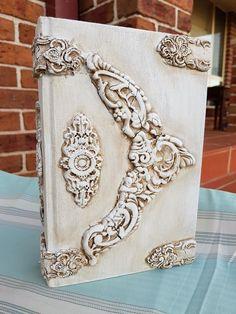 Diy Old Books, Old Book Crafts, Frame Crafts, Diy Frame, Handmade Books, Handmade Home Decor, Altered Books, Altered Art, Biscuit