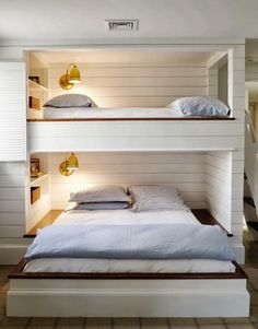 Great idea for guest room! Bunkroom at the beach (twin over full) from CHIC COASTAL LIVING: Hamptons Style Design