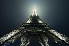 Fotografía foggy Eiffel por Adam Dobrovits en 500px