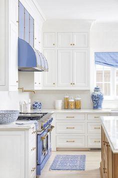Black Kitchen Island, White Shaker Kitchen, Kitchen Themes, Kitchen Decor, Decorating Kitchen, Kitchen Ideas, Decorating Ideas, Light Blue Kitchens, Country Laundry Rooms