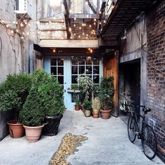 The famous Freeman Alley (with the entrance to restaurant Freemans) in the Lower East Side. You've probably also seen this picture so many times on Instagram that I just had to see it for myself.