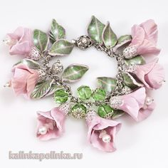 Flower tutorial polymer clay must make Polymer Clay Bracelet, Polymer Clay Beads, Polymer Clay Projects, Polymer Clay Creations, Do It Yourself Jewelry, Polymer Clay Flowers, Jewelry Making Tutorials, Clay Tutorials, Flower Tutorial