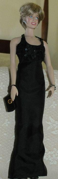 Franklin Mint 4 Beige Handbags For The FM Princess Diana Vinyl Doll 16 Inch
