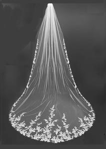 White Veil Wedding Ceremony Ideas, Wedding Veils With Hair Down, Long Wedding Veils, Wedding Wallpaper, Cathedral Wedding Dress, Cathedral Veils, Gothic Wedding, Elegant Wedding, Vail Wedding