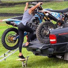 """""""If she loads her own bike shes a keeper @amihoude71 #motocross #dirtbikes"""""""